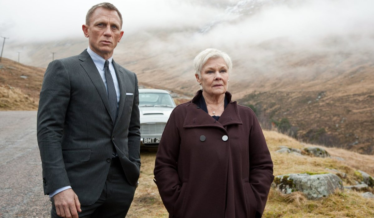 Skyfall Daniel Craig and Judi Dench stopped in the countryside