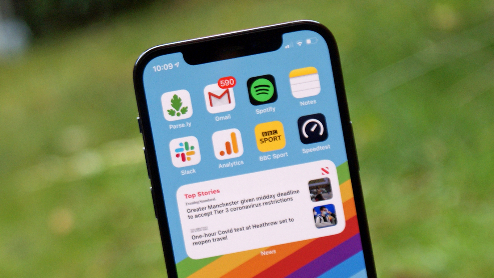 iPhone 13 could opt for thicker bezels so it can ditch the notch thumbnail