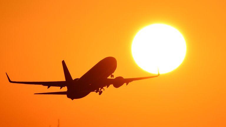 Huawei P20 or P20 Pro deal offers free £100 flight voucher