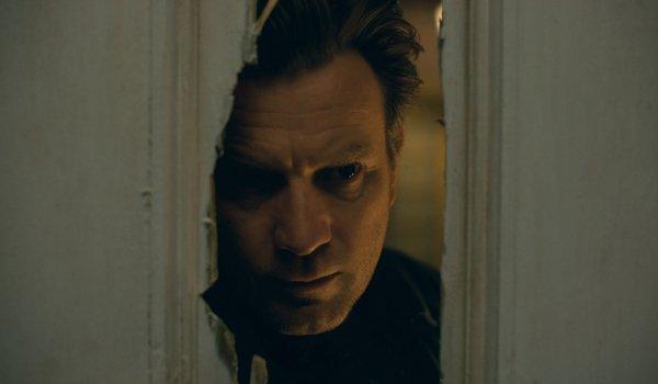 Ewan McGregor as Danny Torrance looking through a door in Doctor Sleep