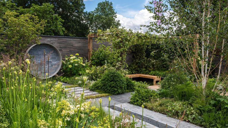 garden design – A place to meet again garden by Mike Long at Hampton court palace garden festival 2021