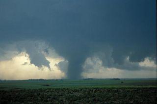 tornado-nebraska-110401-02