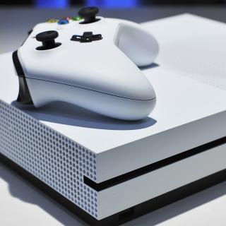 Xbox One S 1TB Console - Battlefield V Bundle