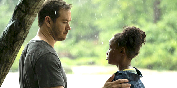 Mark-Paul Gosselaar as Brad Wolgast and Saniyya Sidney as Amy Bellafonte on The Passage Fox
