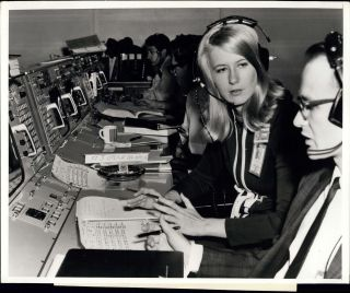 Exclusive 'Chasing the Moon' Clip Spotlights Poppy Northcutt, NASA's 1st Woman in Mission Control