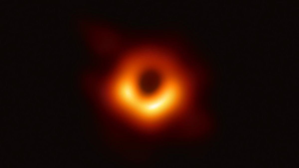Event Horizon Telescope Snags New Funding to Capture 1st Movie of a Black Hole