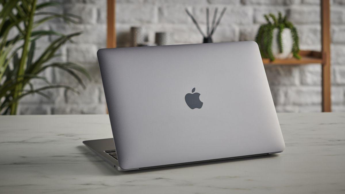 Den nya MacBook Air har läckt ut och den är väldigt lik den nya färgglada iMac