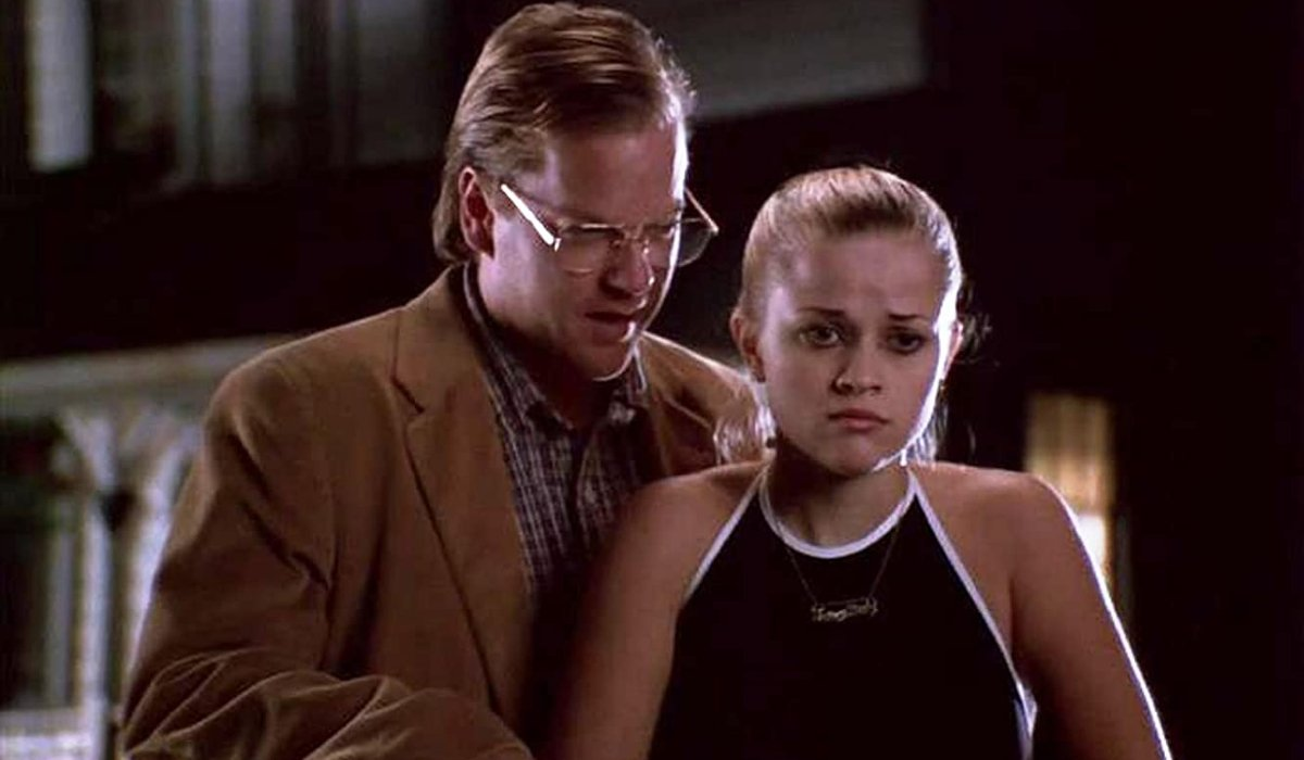 Freeway Kiefer Sutherland creeps on Reese Witherspoon
