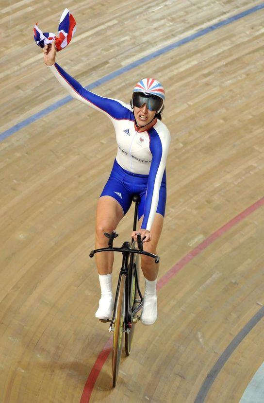 Rebecca Romero wins Olympic pursuit title