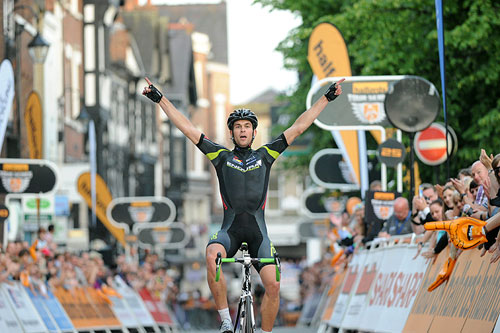 Jack Bauer solos to win, Tour Series 2010, round 9, Chester