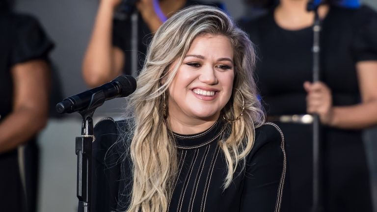 Kelly Clarkson smiles for the camera