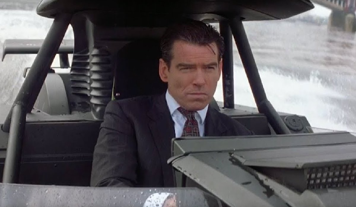 The World Is Not Enough Pierce Brosnan driving a boat