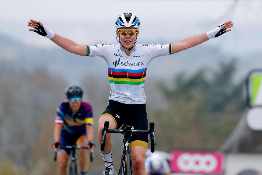 Anna van der Breggen wins the 2021 Fleche Wallonne Feminine