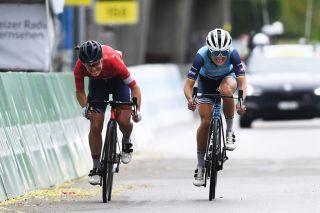 Lizzie Deignan (Trek-Segafredo) sprints against Elise Chabbey (Canyon-SRAM) at the Tour de Suisse Women