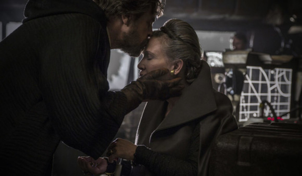 Star Wars: The Last Jedi Luke kisses Leia on the forehead