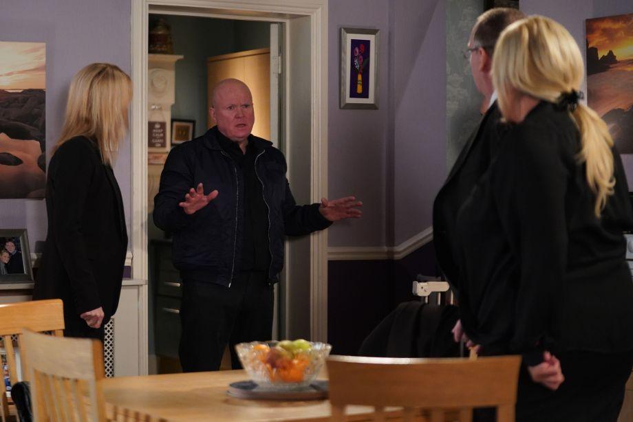 Phil begs to speak to Sharon in EastEnders