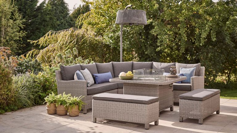 tips for choosing outdoor furniture: sofa from kettler
