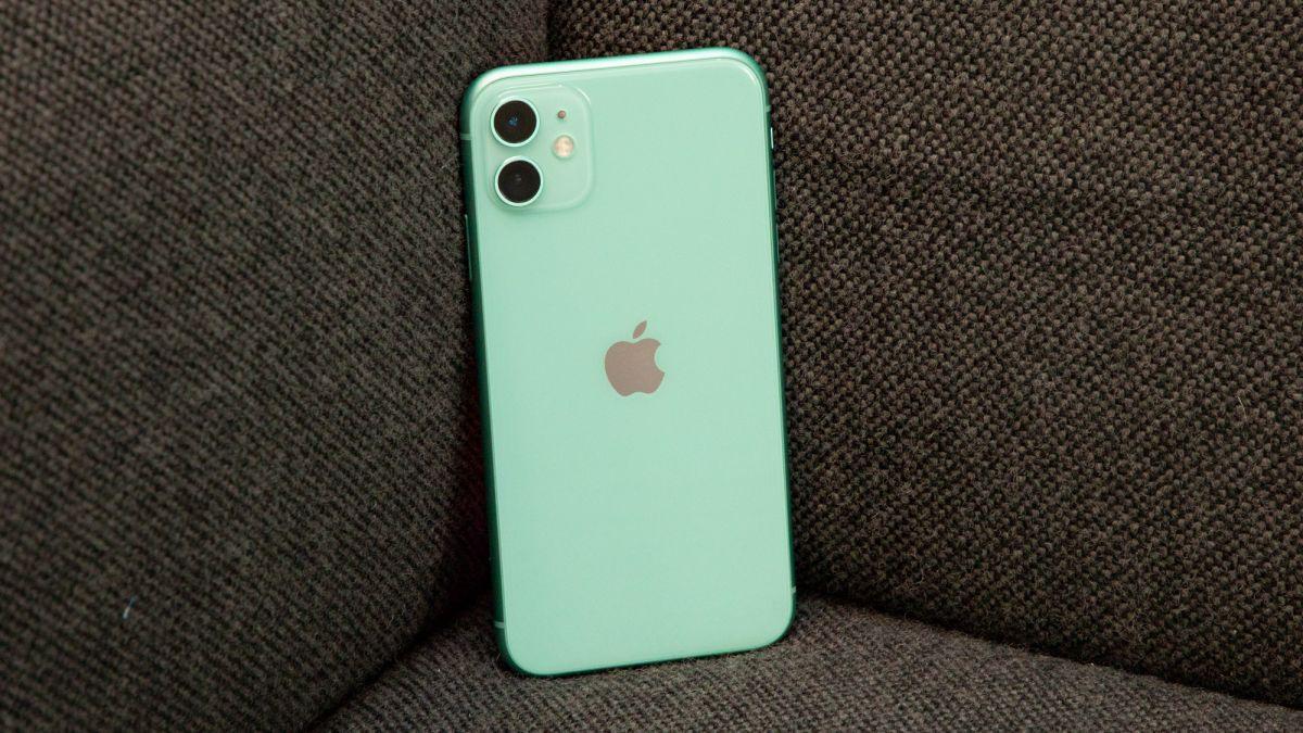 Bag-ong kasayuran: unya ang iPhone 12 Pro mahimog matapos sa estante sa tindahan