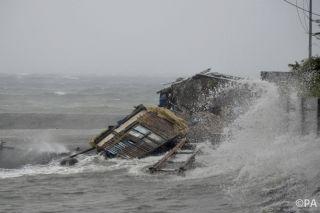 Typhoon Haiyan makes landfall