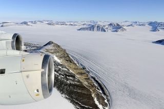 moving lakes, traveling lakes, george vi ice shelf, george 6 ice shelf, antarctic lakes, lakes in antarctica, moving lakes in Antarctica, meltwater, ice shelves, antarctic ice shelves, climate change, global warming, ice shelf breakup