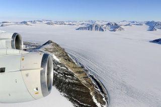 moving lakes, traveling lakes, george vi ice shelf, george 6 ice shelf, antarctic lakes, lakes in antarctica, moving lakes in Antarctica, meltwater, ice shelves, antarctic ice shelves, climate change, global warming, ice shelf breakup