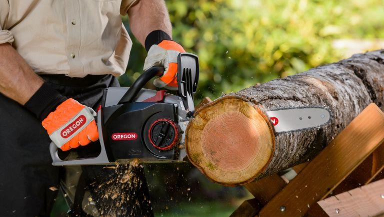 best cordless chainsaw: Oregon CS300