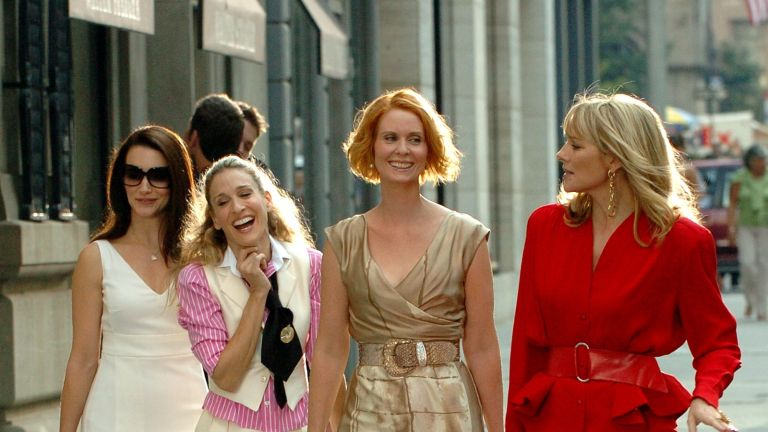 UNITED STATES - SEPTEMBER 21: Kirsten Davis, Sarah Jessica Parker, Cynthia Davis and Sex And The City Cast Reunite for their feature movie ...filming on Park Ave at e55th st (Photo by Richard Corkery/NY Daily News Archive via Getty Images)