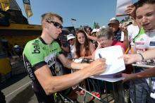 Bauke Mollema (Belkin) signs autographs
