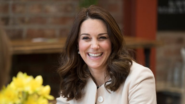 Kate Middleton laughs with Hold Still model over pizza story