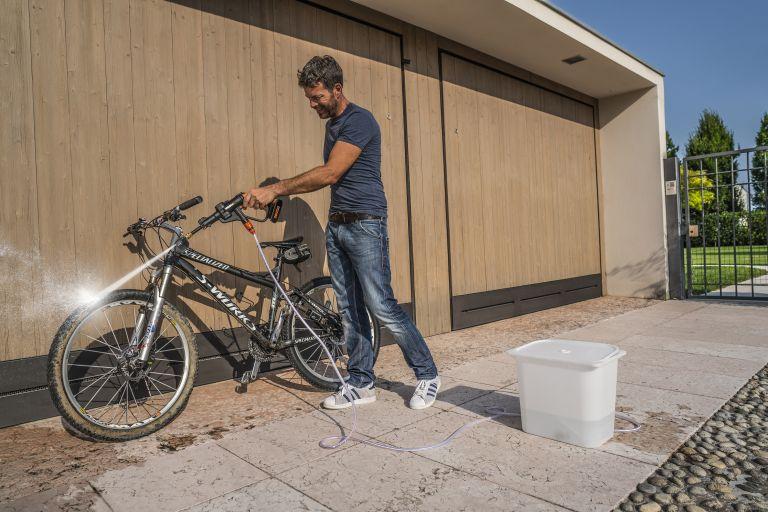 Man cleaning bike with Worx Hydroshot WG629E.1 pressure washer