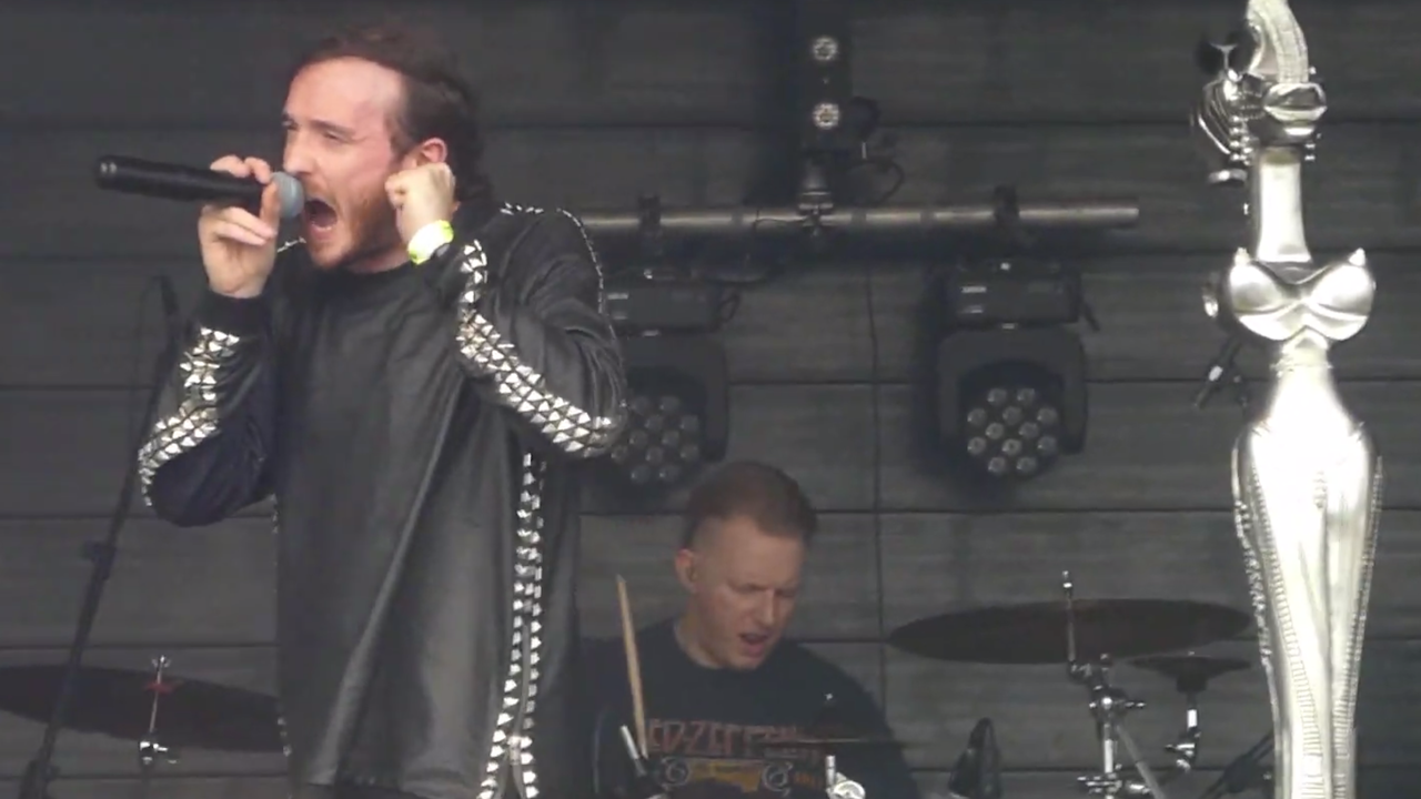 Korn's Head salutes tribute band drummer who played through onstage stroke   Louder
