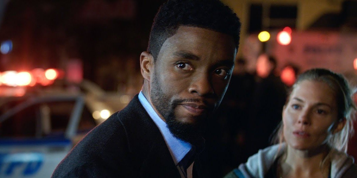 Chadwick Boseman as Andre Davis in 21 Bridges (2019)