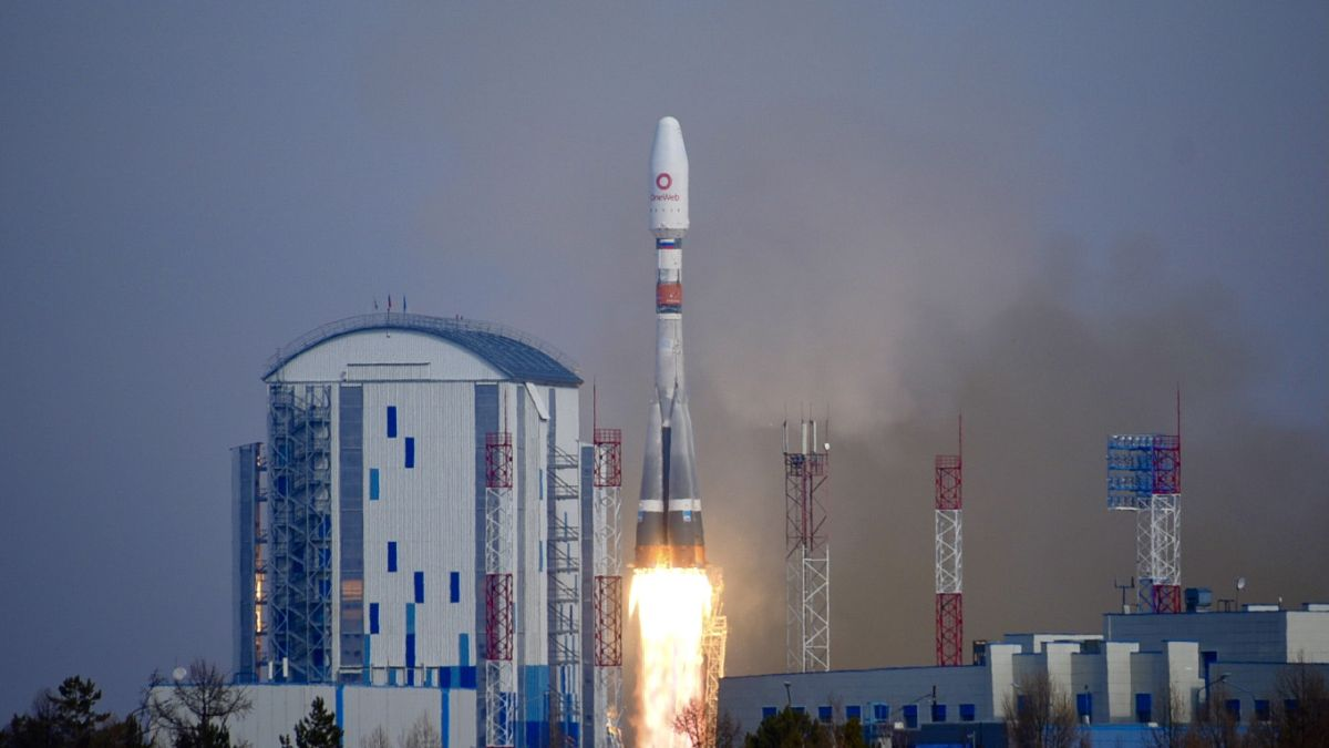 Soyuz rocket launches 36 OneWeb satellites into orbit for modified satellite internet constellation