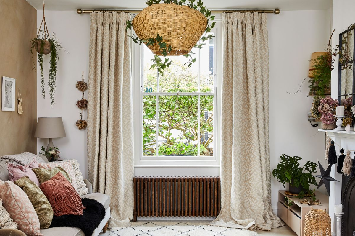 Frame your living room with these window dressings for rural settings