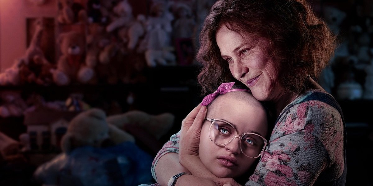 Joey King and Patricia Arquette in The Act