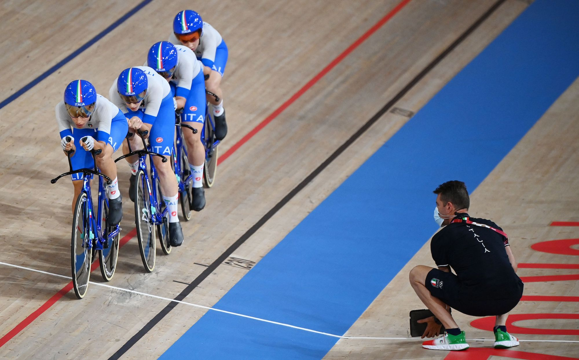 Team Italy in the women's team pursuit qualifying