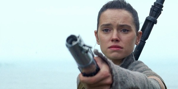 Daisy Ridley Rey The Force Awakens Luke's lightsaber