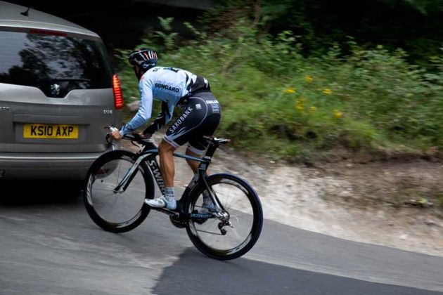 Richie-Porte-and-support-car-Box-Hill