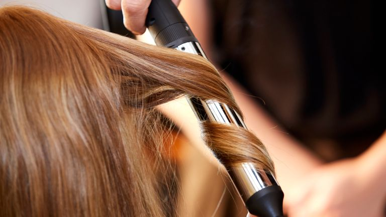 curling hair with tongs