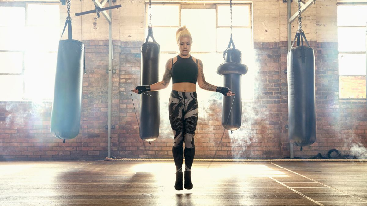 This 40-minute HIIT workout will burn fat and shred your abs with jump rope