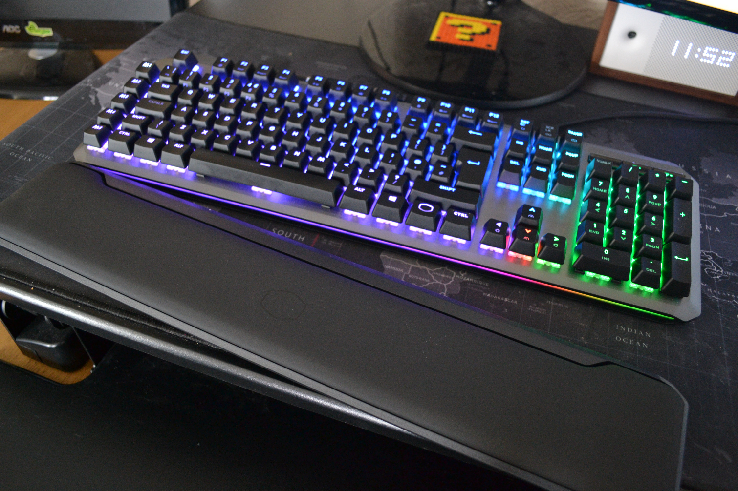 and RGB Illumination Precision Wheels Cooler Master MK850 Gaming Mechanical Keyboard with Cherry MX Switches Aimpad Technology