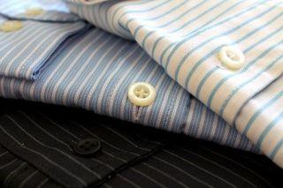 Großaufnahme gefalteter Hemden