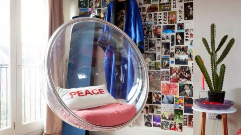 Bubble chair in teen bedroom