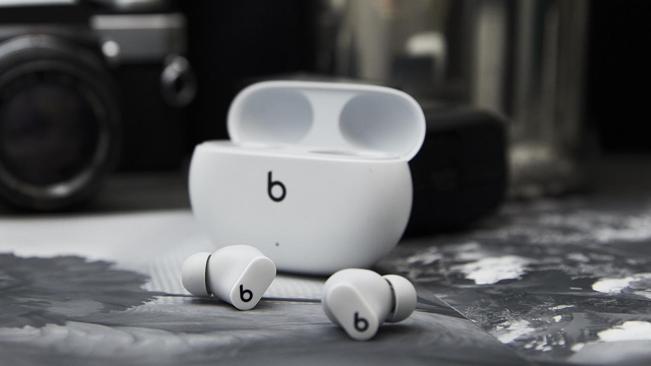 beats studio buds in white