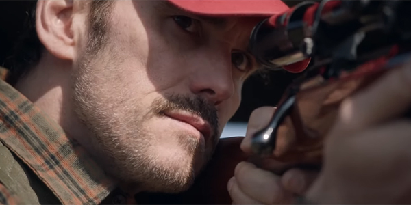 Matt Dillon aiming a rifle in The House that Jack Built