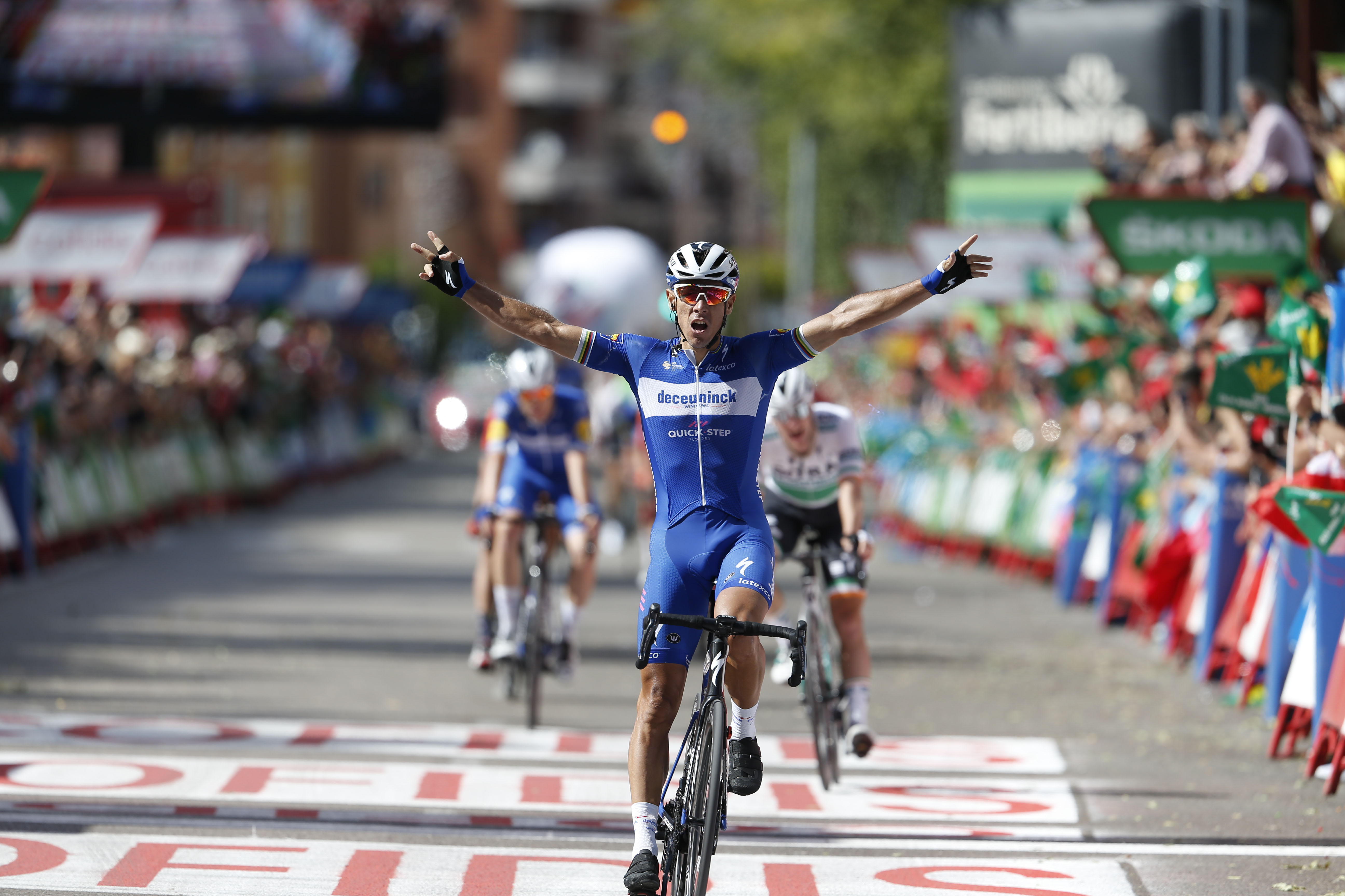 Philippe Gilbert wins Vuelta a España stage 17 as crosswinds disrupt general classification