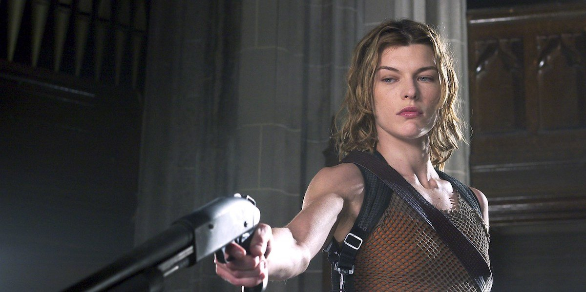Alice (Milla Jovovich) points a gun at an off-screen foe in 'Resident Evil: Apocalypse'