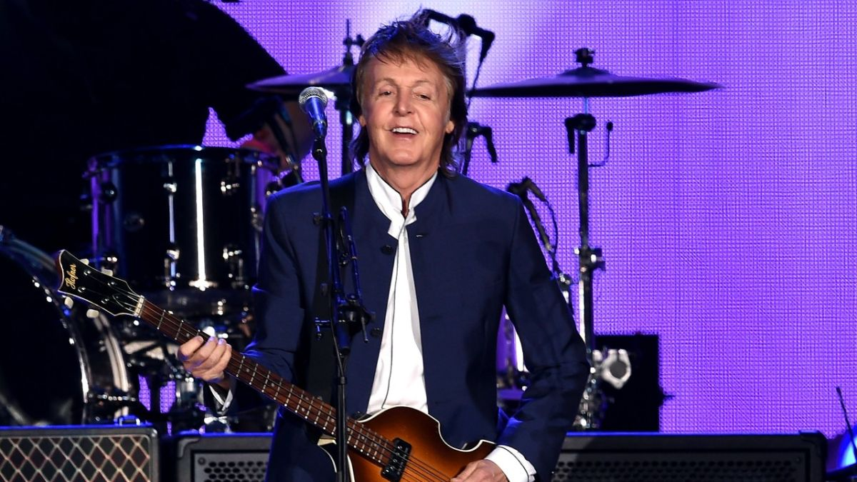 """Paul McCartney will no longer be signing autographs: """"We both know who I am"""""""