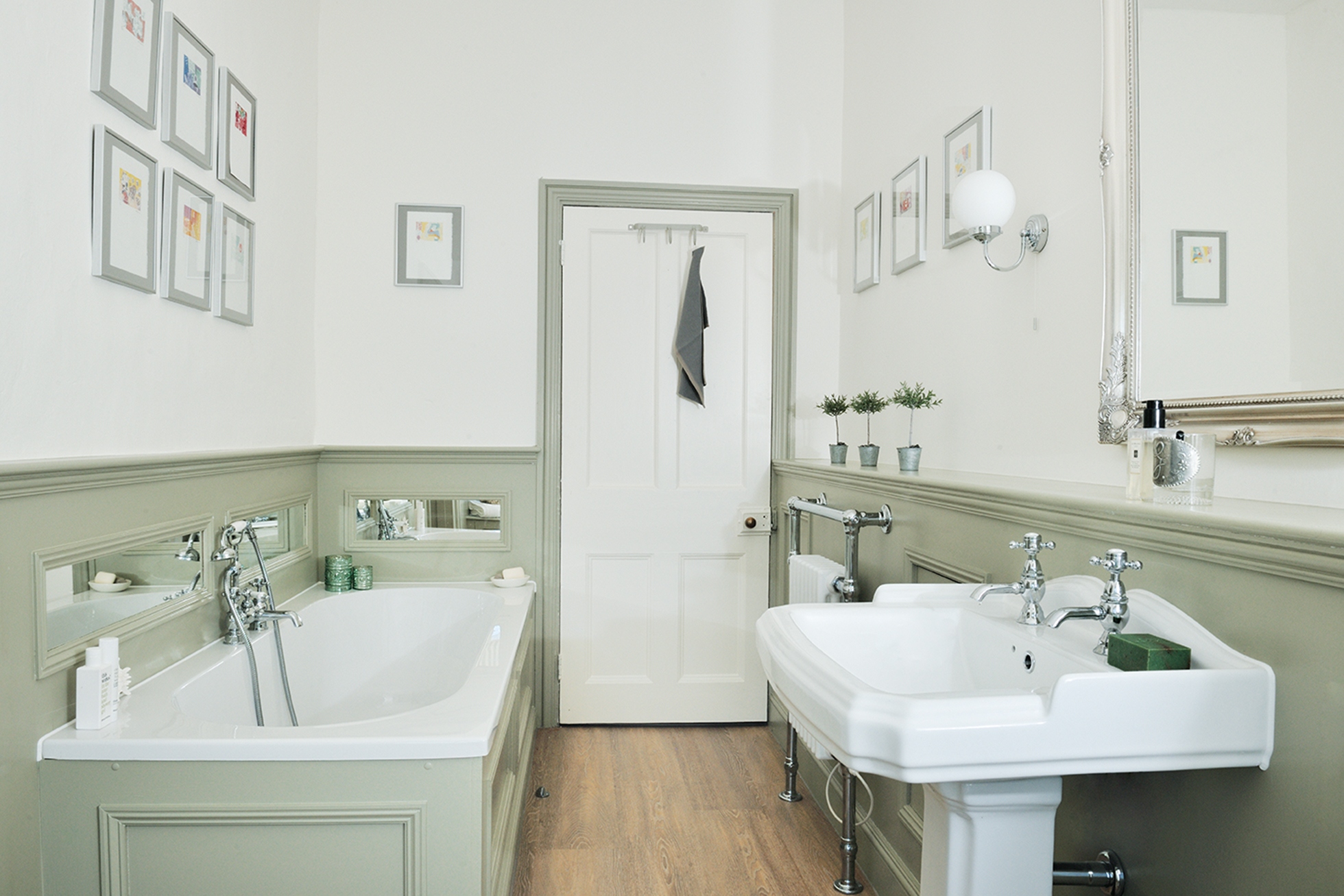 A bathroom combining classic and contemporary style | Real Homes