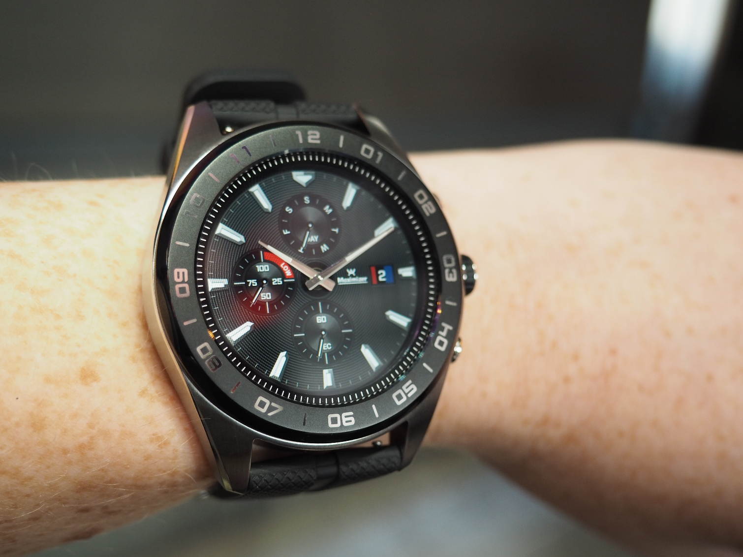 LG's Watch W7 Puts Mechanical Hands on a Touch Screen